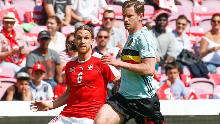Jan Vertonghen had het op links in de eerste helft meermaals moeilijk met rechtsachter Lang.