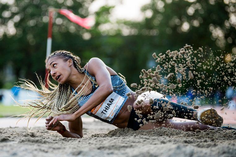 De Belgische meerkampster Nafissatou 'Nafi' Thiam in actie tijdens de Gouden Spike in Leiden.  Beeld BELGA