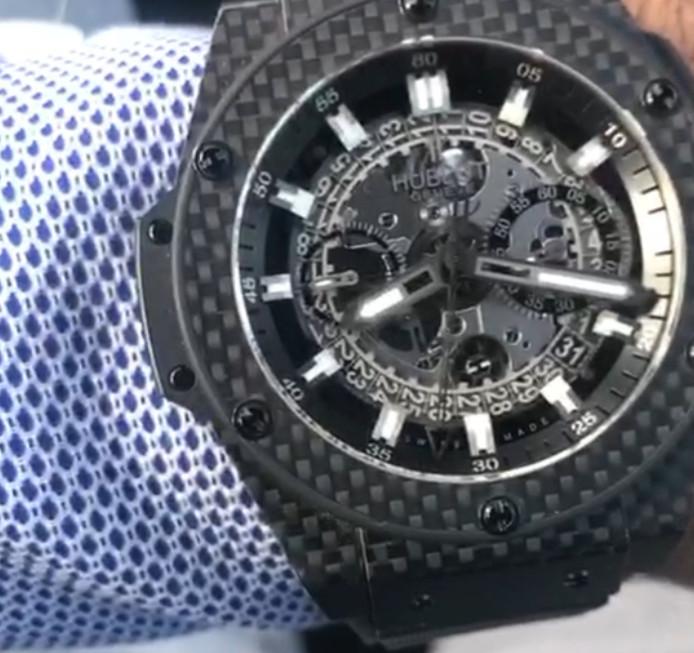 Een van de horloges die is buitgemaakt bij de inbraak in de Nijmeegse wijk Tolhuis.