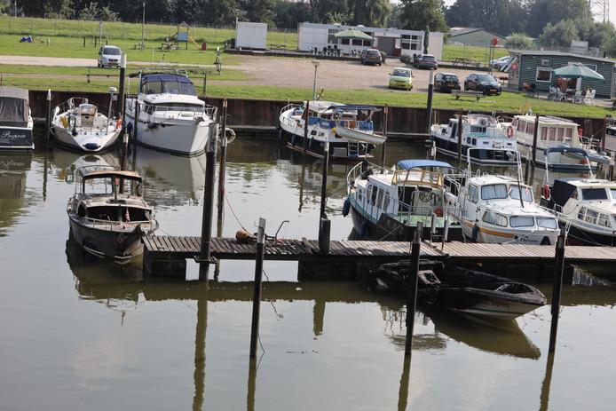 Explosie op een boot in Waalwijk