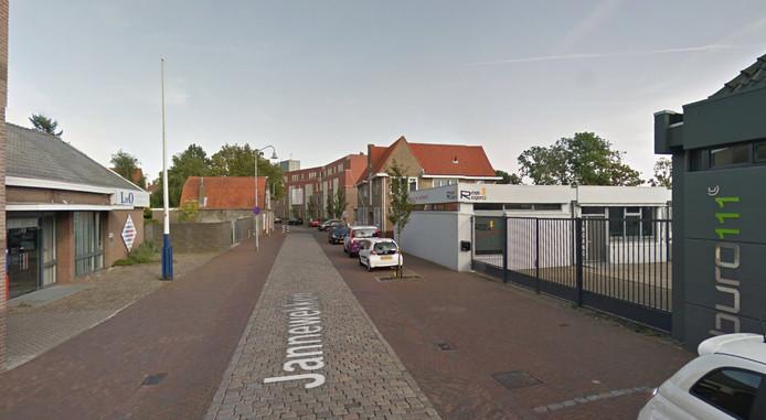 Buro111 is vanwege de doorstart verhuisd van de ene kant van het Jannewekken (rechts) naar de andere kant en zit nu in hetzelfde pand als drukkerij LNO.