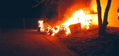 Duitse hulpdiensten aangevallen na brandstichting: drie verdachten vast, ruim een ton schade