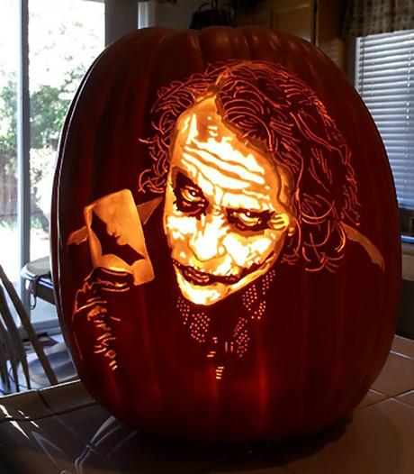 Halloweenfanaat transformeert pompoenen in horrorkunstwerken