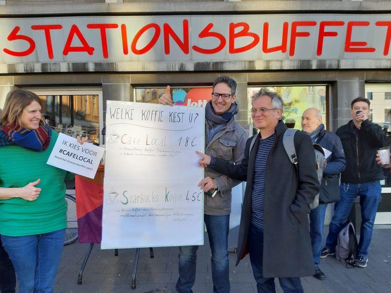 Ludieke actie van PVDA aan het Stationsbuffet.