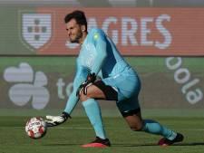 Bizar: Portugese doelman tijdens rust in quarantaine geplaatst