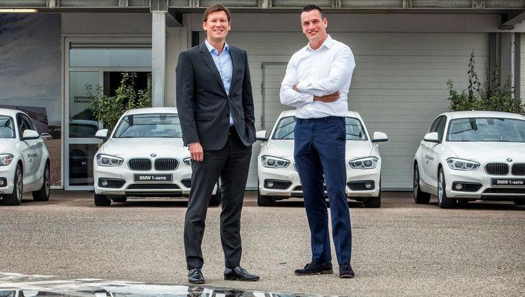 Eigenaar Gerard van Oers (rechts): 'Op dit soort activiteiten gaan bedrijven als eerste besparen.' Links Peter Haug, marketingdirecteur van BMW Nederland. Beeld Raymond Rutting / de Volkskrant