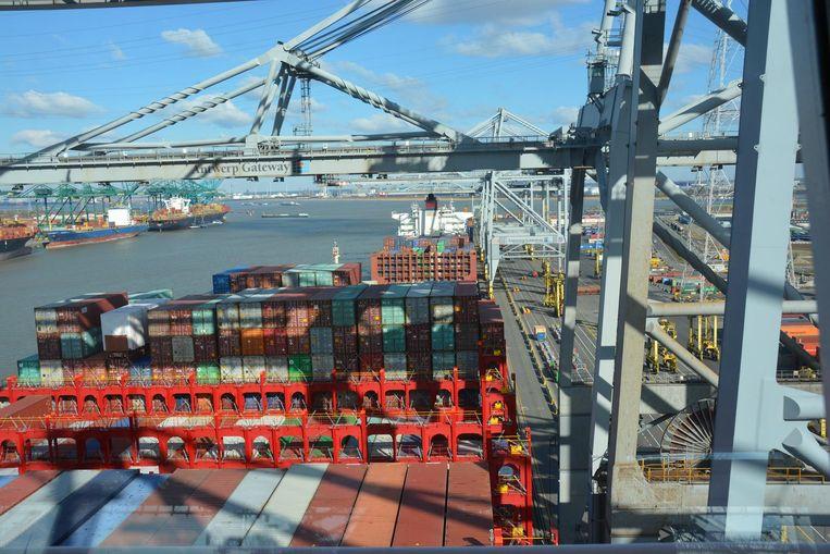 In mei van dit jaar werd een recordaantal van een miljoen containers verzet.