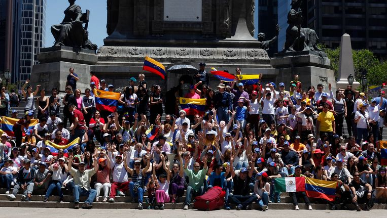 Venezolanen protesteren tegen president Nicolas Maduro.