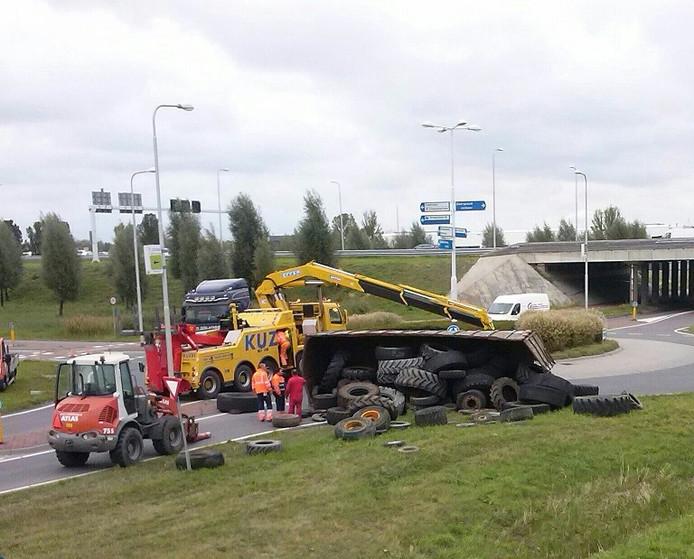 Omgevallen vrachtwagen.