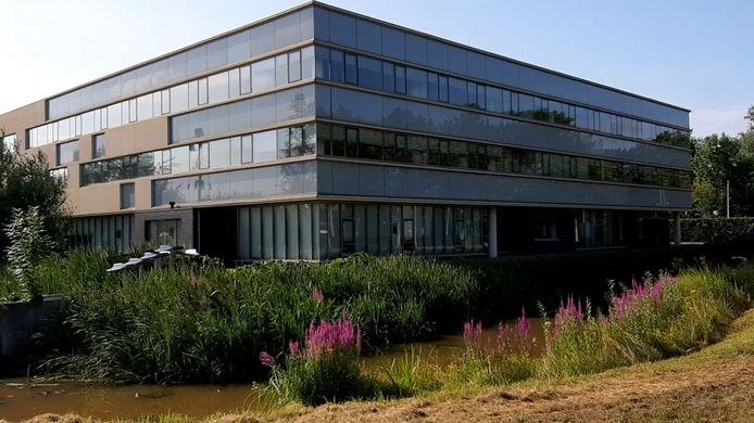 Het voormalige waterschapsgebouw in Meppel wordt verbouwd tot studentenkamers.