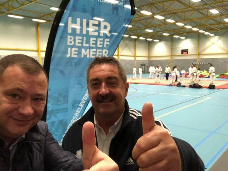 GLABBEEK-burgemeester Peter Reekmans en sportschepen Hans Hendrickx feliciteren hun voorgangers