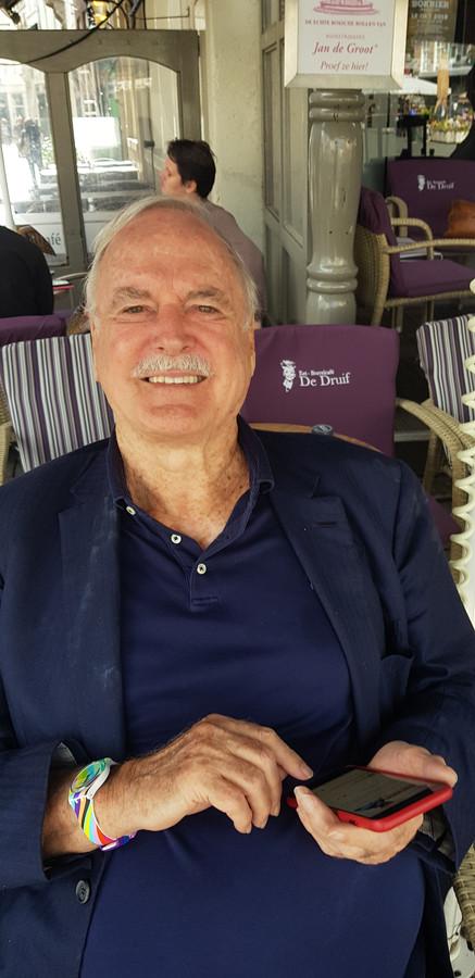John Cleese op het terras van De Druijf.