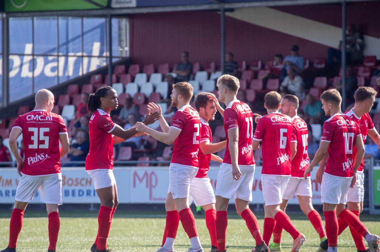 De Veenendalers speelden een historische wedstrijd en wonnen met ongekende cijfers van de amateurs van Ajax: 11-0.