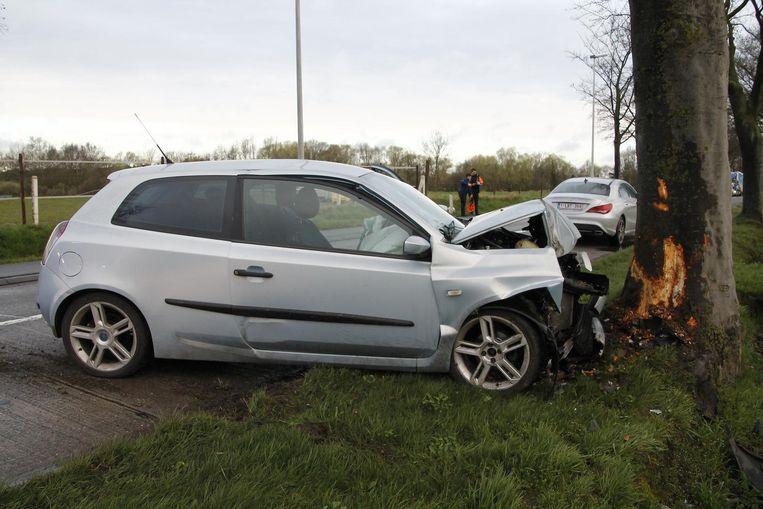 De vrouw verloor de controle over haar stuur en belandde tegen een boom op de Oudegemse baan.