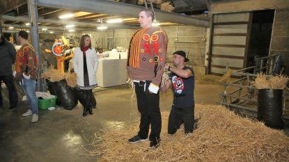 CARNAVAL HALLE: Gilles van Groot-Halle lieten hun kostuums 'bosseren'