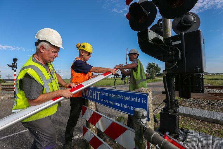 Op 1 augustus 2017 reed een landbouwvoertuig de slagboom van een spoorwegovergang in het Friese Dronryp kapot. Er vielen geen slachtoffers. Beeld null