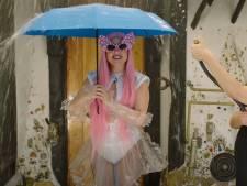 Lady Gaga en Ariana Grande presenteren weerbericht: 'We zijn doorweekt'