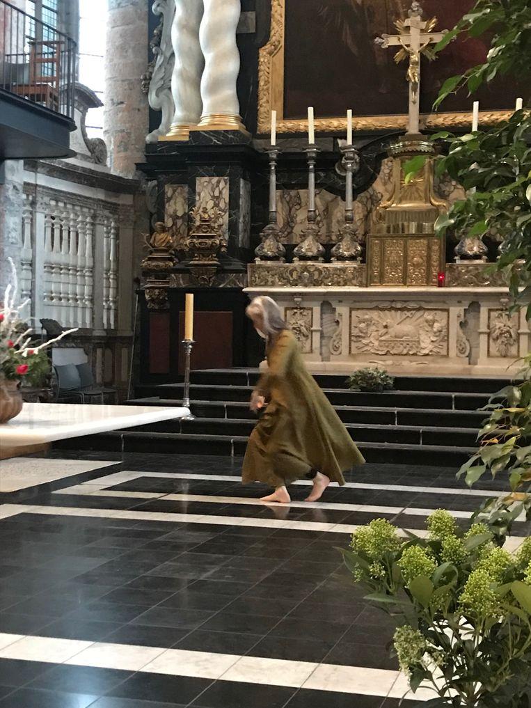Mira danst elke zondag een sacrale dans in de Sint-Niklaaskerk in Gent