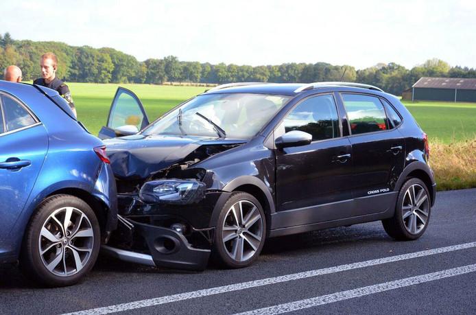 Beide voertuigen raakten flink beschadigd bij het ongeluk in Lochem.