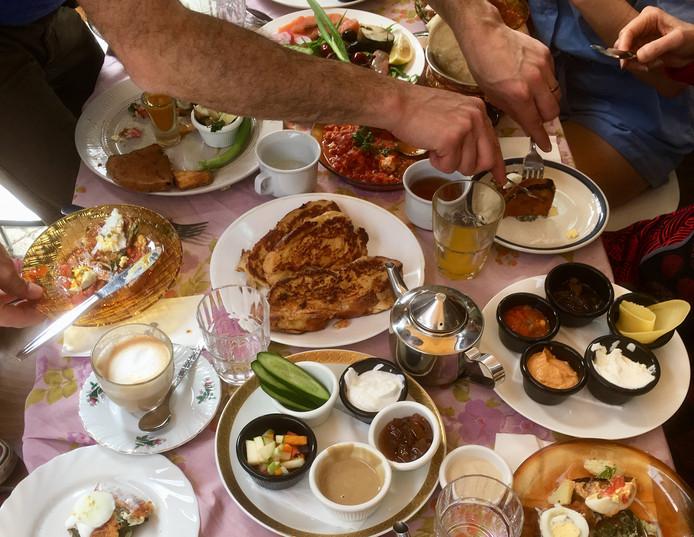 Het idee achter samen uit eten gaan in Tel Aviv is dat je ook samen het eten deelt.