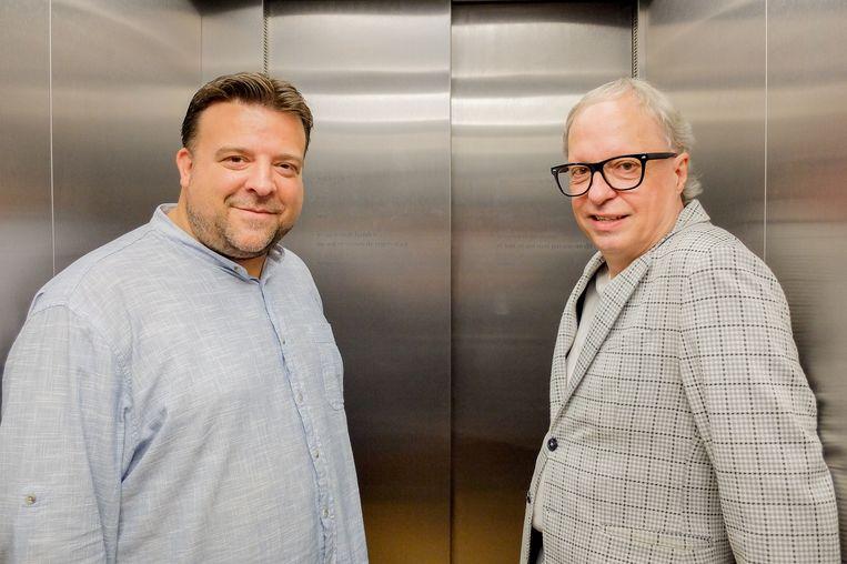 Een gedicht van Pat Donnez siert de lift van Het Predikheren. Met Cultuurschepen Björn Siffer en Pat Donnez.