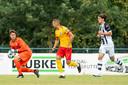 Jelle van Benthem (rechts) vertrekt bij Heracles. Hij is een speler die vooral voor de beloften uitkwam. De club zet minder in op de breedte.