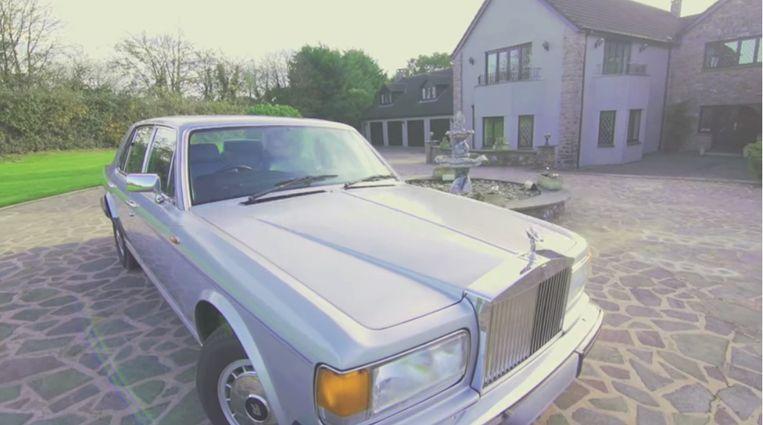 Bovenop het huis krijg je ook nog deze Rolls Royce.