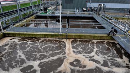 Baggeraars verwijderen meest vervuilde slib uit de Antwerpse dokken