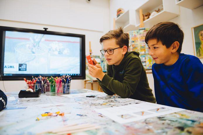 Kinderen aan de slag met een cursus van ASML samen met het Van Gogh Museum.