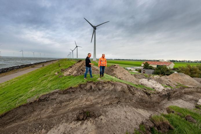 Waterschap Zuiderzeeland legt permanente hevels aan bij de Westermeerdijk voor schoon water in het achterland. Een daarvan ligt parallel aan het Schapenpad bij Tollebeek.
