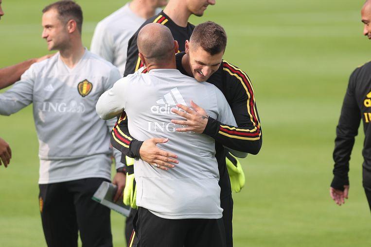 Meunier omhelst Martínez.
