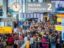 Piloot zet 'bezwete' moslim uit vliegtuig op Schiphol vanwege bezorgde stewardessen: 45.000 euro boete
