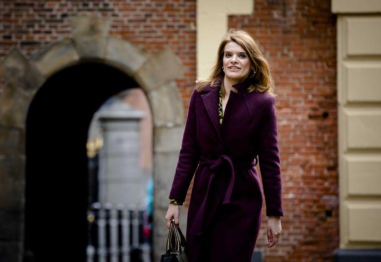 Staatssecretaris Barbara Visser van Defensie (VVD) op het Binnenhof. Beeld ANP