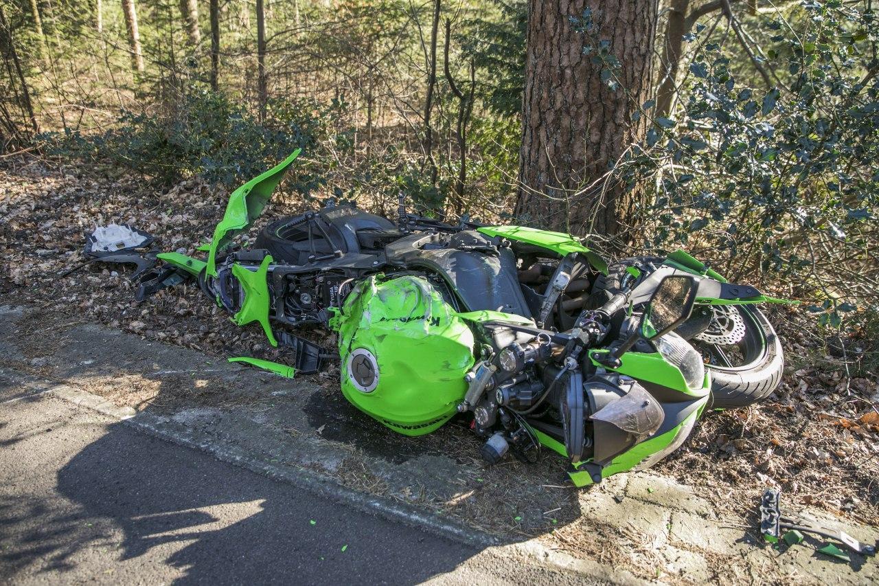 De motor raakte zwaar beschadigd door de botsing met het wild zwijn.