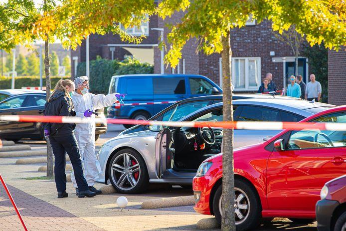 De Audi A7 werd doorzeefd met kogels tijdens het schietincident in Zwolle.
