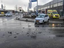 Ravage na botsing tussen auto en vrachtwagen in Alphen