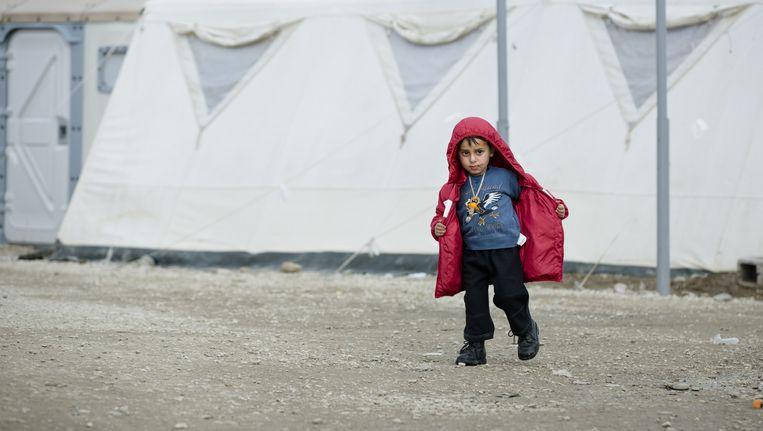 Een jonge vluchteling in een vluchtelingenkamp in Eidomeni, aan de Grieks-Macedonische grens. Beeld null
