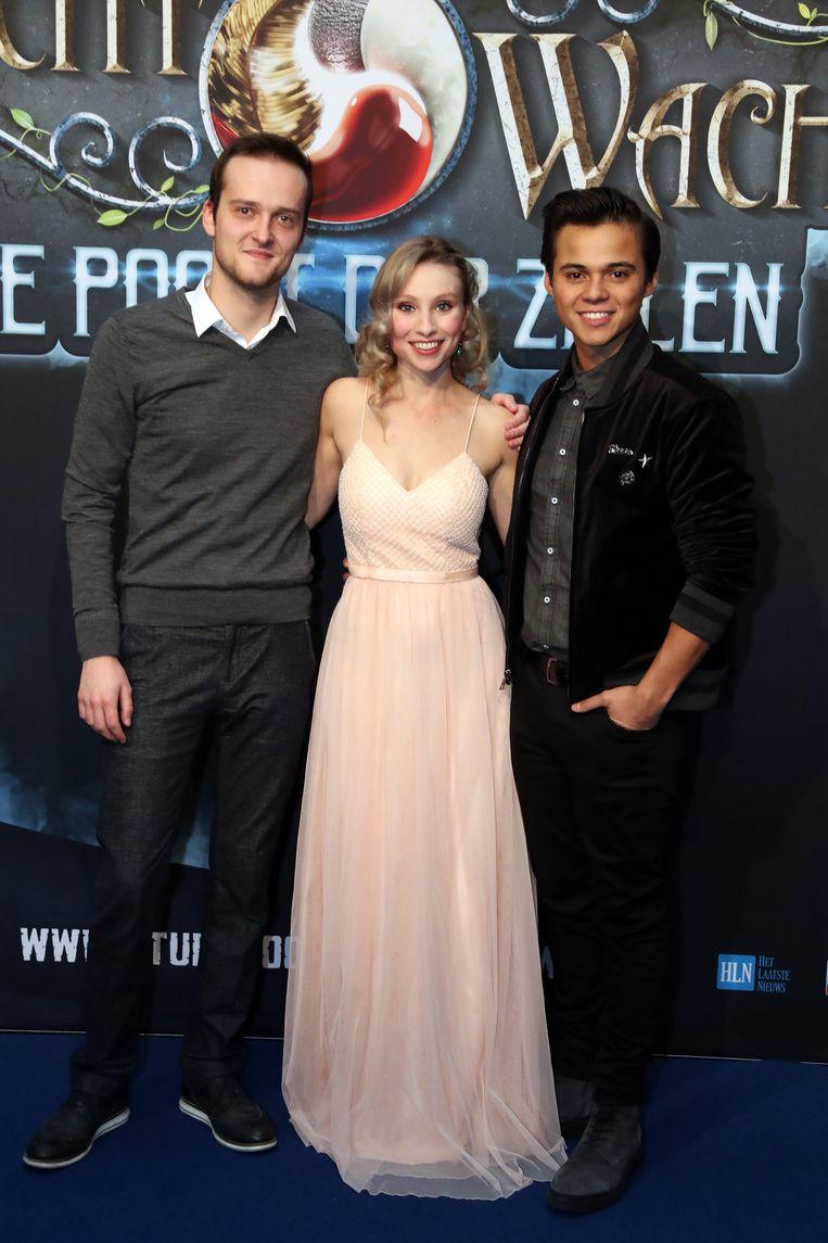 De hoofdrolspelers van 'Nachtwacht' op hun filmpremière.