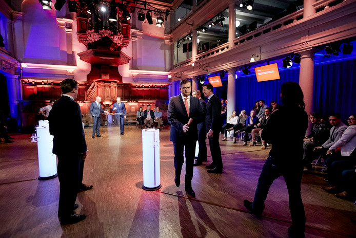 Partijleiders (VLNR) Alexander Pechtold (D66), Emile Roemer (SP), Sybrand Buma (CDA) en Mark Rutte (VVD) tijdens het debat vorig jaar.