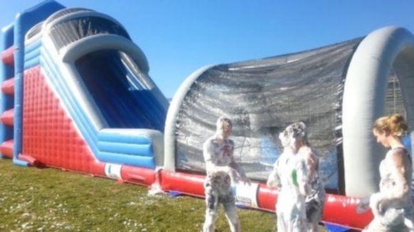 Slechts een tip van de sluier van het 150 meter lange hindernissenparcours van Inflatable Fun