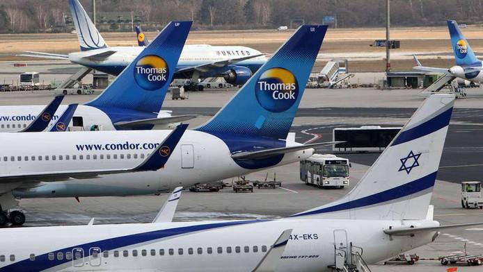 Vliegtuigen staan bij de gates op de luchthaven van Frankfurt. © ANP