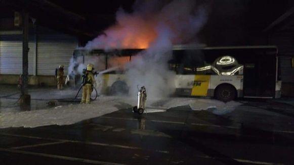 De brandweer van Overijse had de handen vol om het vuur te blussen.