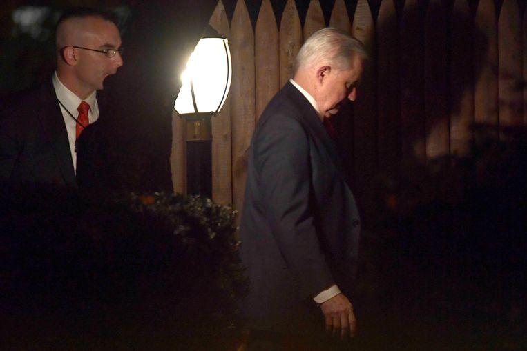 Jeff Sessions komt woensdagavond 7 november thuis in Washington, na zijn ontslag als minister van Justitie.  Beeld AP