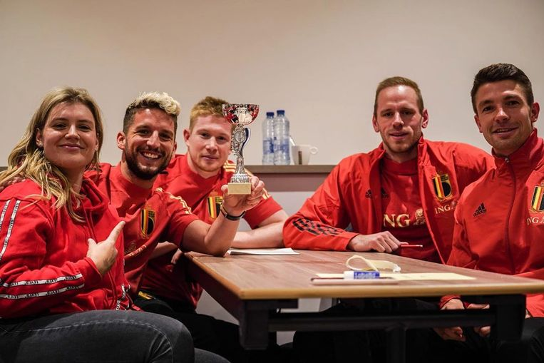 De winnende ploeg, met Nicky Degrendele, Dries Mertens, Kevin De Bruyne, Matz Sels en Brandon Mechele.