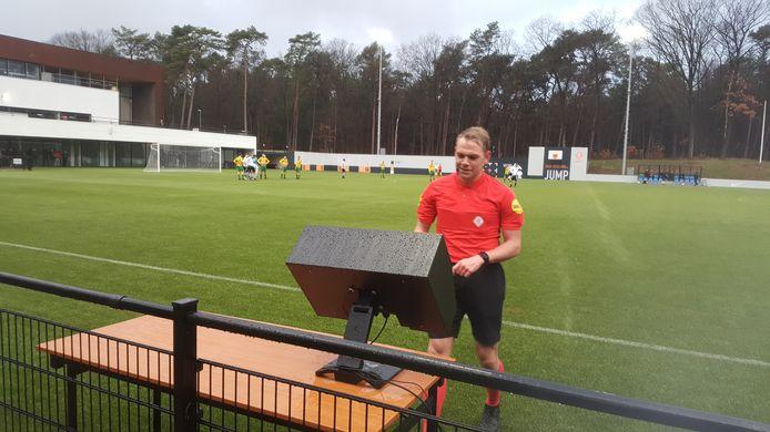 VV Maarssen en Rijen waren vanmiddag VAR-oefenmateriaal in een onderling oefenduel.