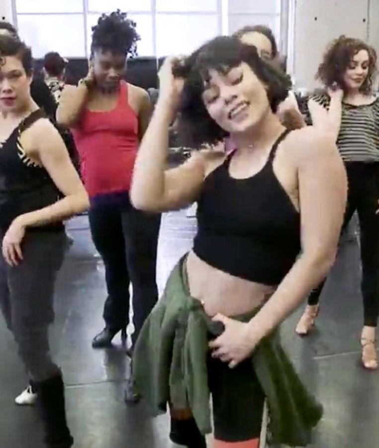 Vanessa Hudgens toont haar moves in repetitie voor 'The Hights'.