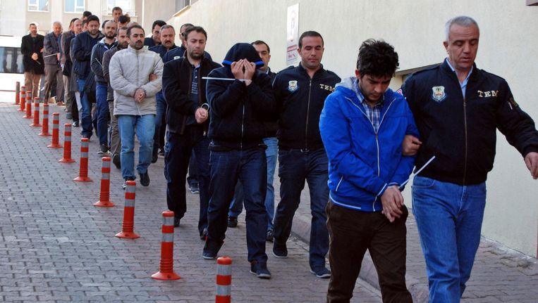De Turkse politie pakt vermeende Gülen-aanhangers op. Beeld AP