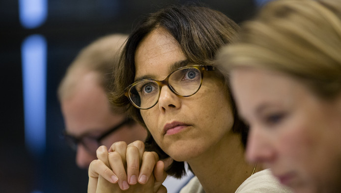 Carla Dik-Faber eist opheldering over de ontslagvergoeding voor Wim Rave