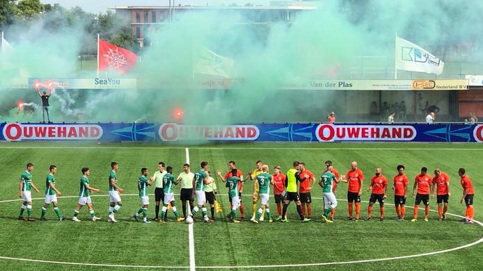 Voor de wedstrijd in Katwijk werd er vuurwerk afgestoken.