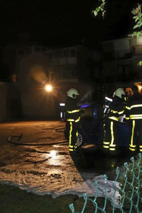 Auto brandt uit op privé-terrein in Kaatsheuvel
